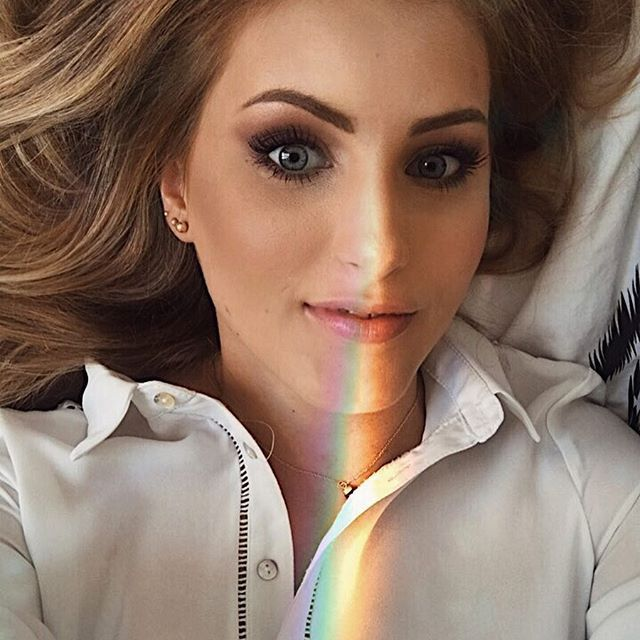 Sorry but I absolutly love this filter 🌈 #rainbow #rainbowfilter #rainbowselfie #selfie #arcenciel #onmybed