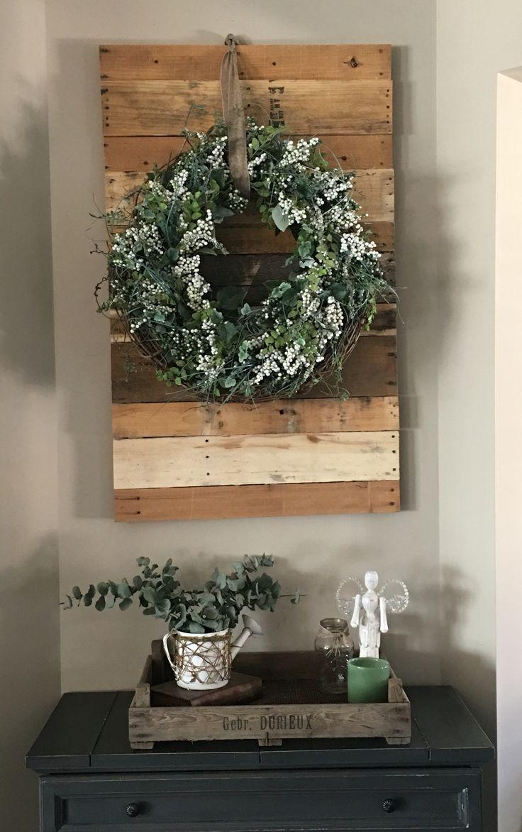 easy wreath hanging wall decor