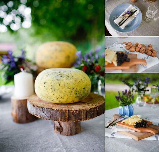 La tavola aparecchiata per un buffet autunnale autumn cheese buffet table setting wood