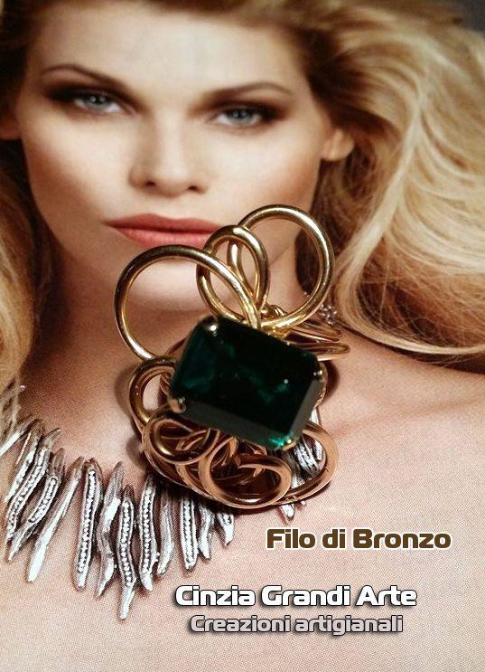 anello in filo di bronzo con cabochon in resina - regolabile