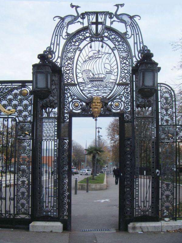Les grilles de l'entrée du Parc Chanot