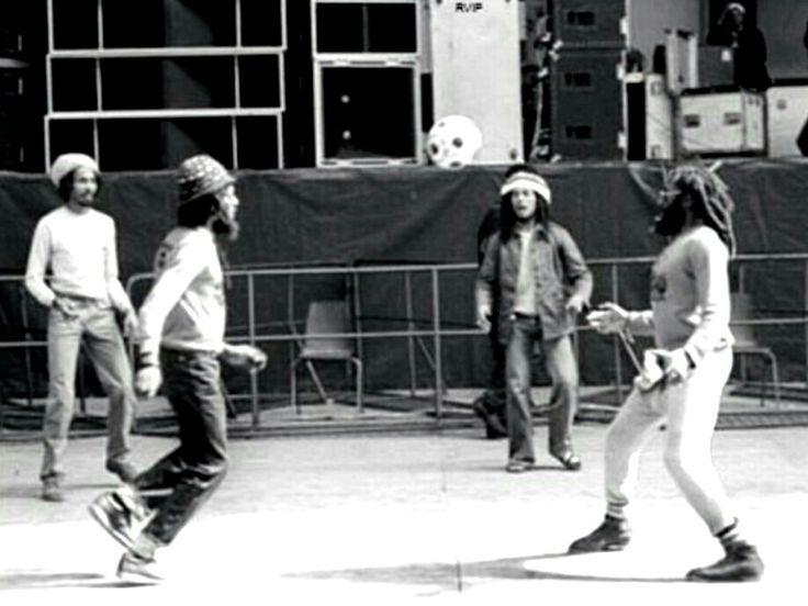 "BOB "" football "" MARLEY - HOLLAND 1977 - Neville Garrick - Seeco- Bob Marley - Maneger Gilly."