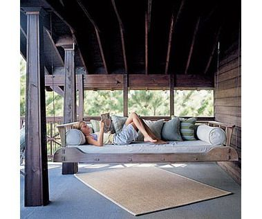Кровать-качели на веранде
