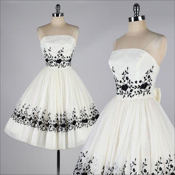 Vintage 1950er Jahre Kleid. Gesticktes Cocktailkleid aus Chiffon in Elfenbein. 4153