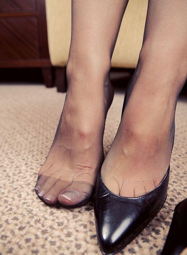 Пальцы ног в чулках смотреть онлайн — 5