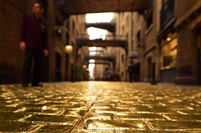 România – un loc de poveste. Și la propriu, și la figurat - ar spune unii! Și pe bună dreptate! Asta deoarece în țara noastră există un loc în care străzile sunt pavate au aur.