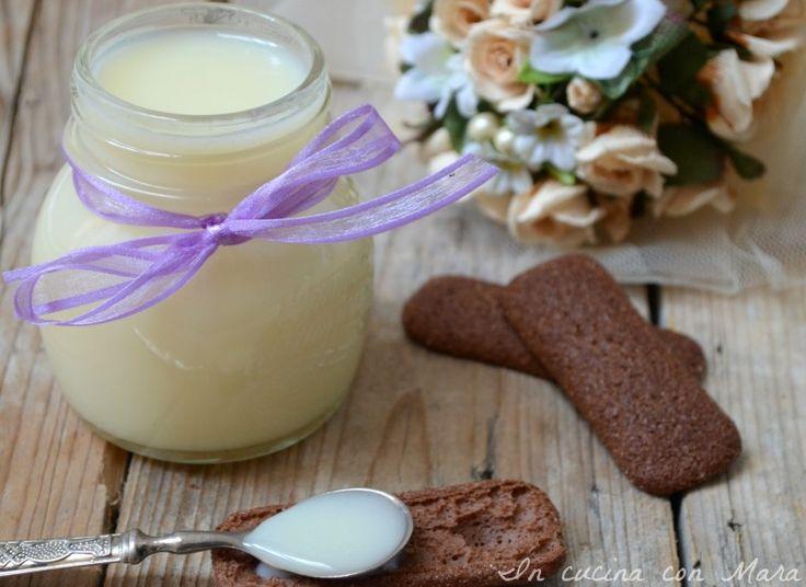 Il latte condensato senza burro è un latte zuccherato concentrato utilizzato per la preparazione di svariati dolci e gelati e ottimo per addolcire il caffè.