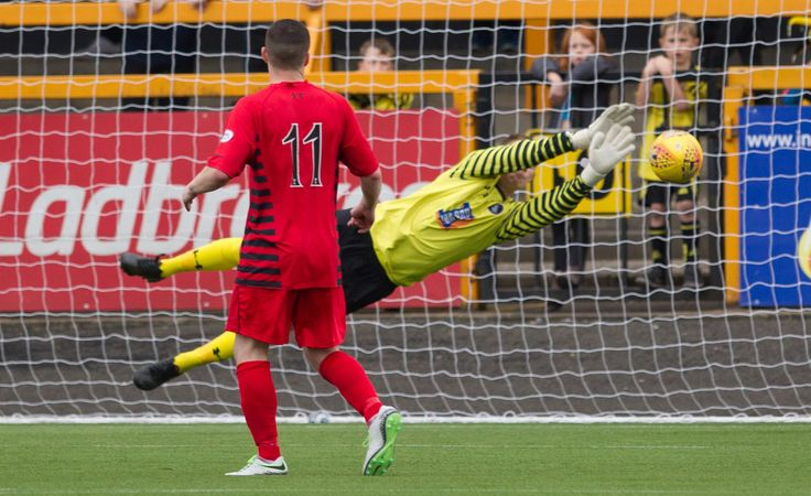 Queen's Park's Wullie Muir saves during the SPFL League One game between Alloa Athletic and Queen's Park.