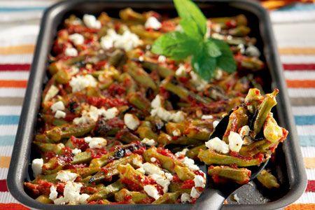 Μπάμιες στο φούρνο με ντομάτα, δυόσμο και φέτα - Συνταγές | γαστρονόμος