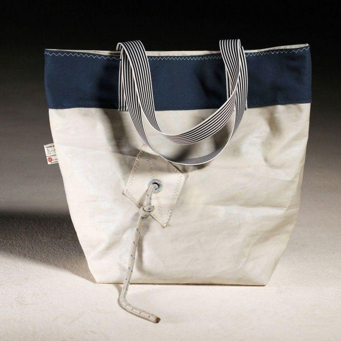 1a1 Studio e le borse cucite a mano, realizzate con le vele