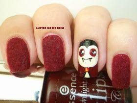 Seguimos con otra manicura para Halloween, esta vez un clásico, vampiro, con el resto de uñas en terciopelo Burdeos. El terciopelo me...
