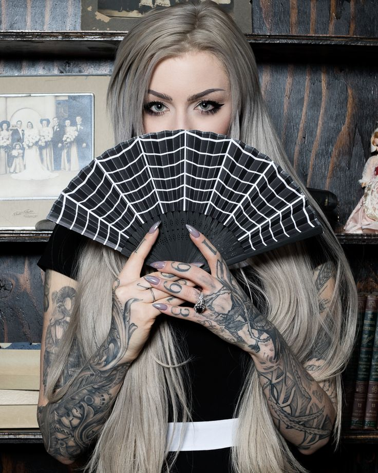 Sourpuss Spiderweb Fan *Love this company, and I personally wish fans would come back into style (and cloaks, tophats and the like ^-^_