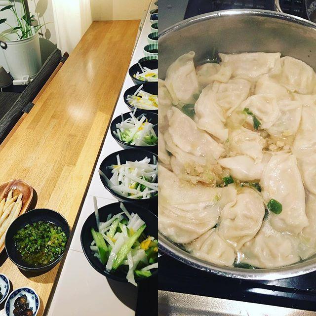 """2016/11/12 20:54:40 emismaile 今夜は移動カフェでイベント出店メニューの一つ、ウ""""ィーガン対応餃子野菜スープの試作会 をしました。なかなか本気で餃子みたいな味にびっくり!!生姜入りの身体ポカポカスープができました。 #身体作り  #cafe #健康  #yokohama  #癒し  #移動カフェ #ヴィーガン #ベジタリアン  #健康"""