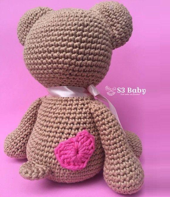 Ursinho Teddy feito à mão com muito amor, carinho, linha 100% algodão, olhos com travas de segurança, ideal para bebês e crianças.    Tamanho: aproximadamente 25-30cm.  Posso personalizar de acordo com o tema do quarto ou desejo do cliente.