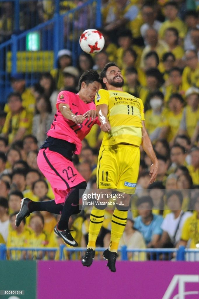 Diego Oliveira of Kashiwa Reysol and Daigo Nishi of Kashima Antlers compete for the ball during the J.League J1 match between Kashiwa Reysol and Kashima Antlers at Hitachi Kashiwa Soccer Stadium on July 2, 2017 in Kashiwa, Chiba, Japan.