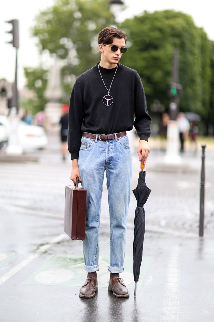 *MEN'S ENSEMBLE: this is just here to note the type of high waisted, lighter denim pant as well as the socks and sunglasses look!