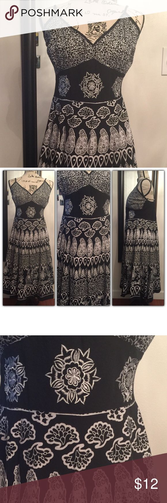 Black and white flare dress Adorable flare dress perfect for a brunch or any occasion. Dresses