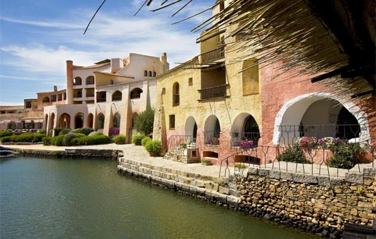 Porto Cervo offers a selection of upmarket and classy shops and cafes along with a beautiful harbour with jaw-droppingly impressive boats and yachts.