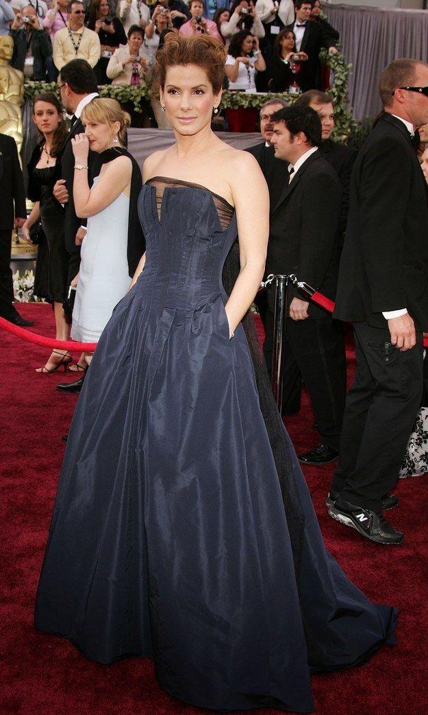 E Sandra Bullock basicamente foi a vencedora, já que o seu vestido tinha bolsos.   Aqui estão as roupas que as pessoas usaram no Oscar de 2006