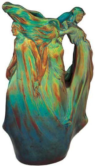 Zsolnay - Kancsó táncoló nőalakokkal,1903 körül Formaterv: Apáti Abt Sándor és Mack Lajos,  Porcelánfajansz, opak és transzparens eozinmáz, Magasság: 35 cm Jelzés: domború körpecsét, F: 7147 9/2001/ká 850e