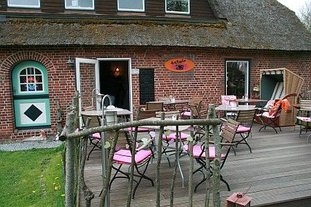 Landcafé éclair, Tümlauer Koog nahe SPO...bestes Frühstück auf Eiderstedt, liebevoll hergerichtet, SuperPreis...tolle Sitzplätze auf der Terrasse, im Obstgarten oder drinnen...nette Leute, Entspannung PUR! Wow!