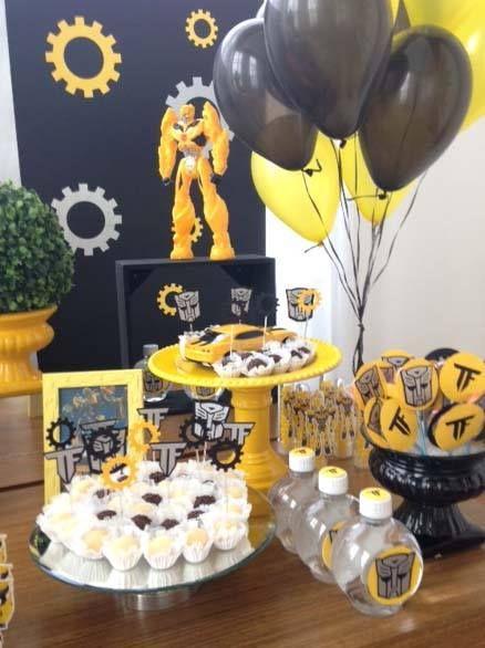 Festa Transformers com arranjo de balões em um cone. Créditos: Craftworkspaper Thais Albuquerque www.boxbalao.com