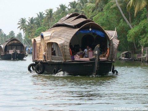 Houseboat Cruise in Kerala Backwaters, Kumarakom, Kottayam, India River Cruises - RealAdventures