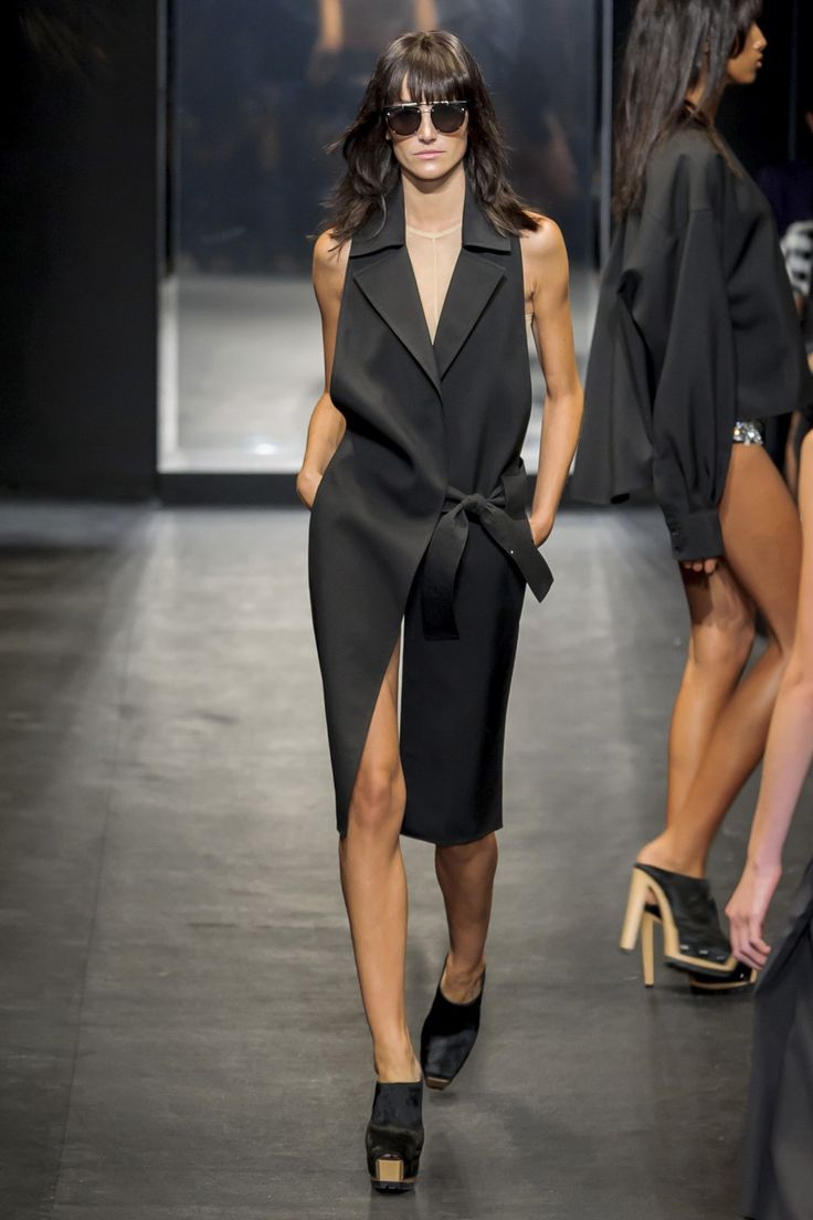 Vera Wang Spring 2016 Ready-to-Wear Collection  - ELLE.com