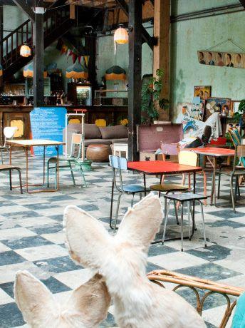 LE COMPTOIR GÉNÉRAL - 80 quai de jemmapes - 75010 - Un lieu hors du temps... Un des rares endroits à Paris où il est possible de s oublier ...