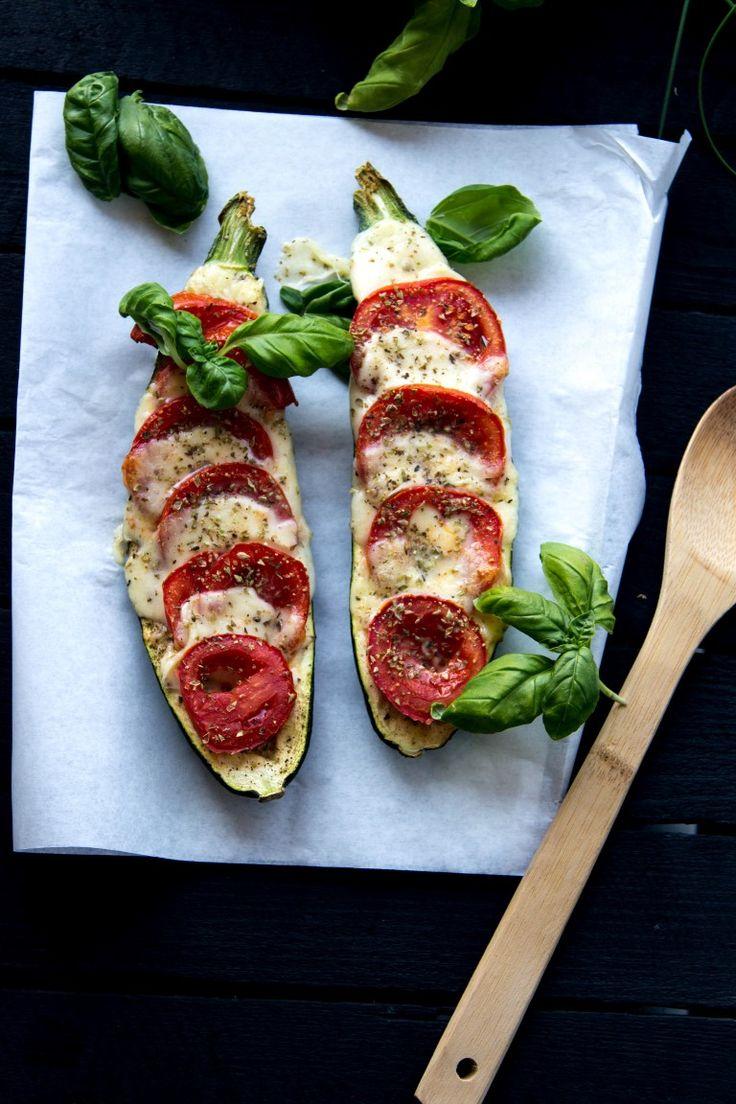 Zucchini überbacken mit Mozzarella, Tomaten und Basilikum | Kaschula