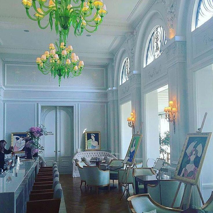 Unique green eclectism @fscapferrat - #andromedamurano #thisjobisathrill #muranochandelier #chandelier #interiordesign #interiorlovers #interiorwife #architecture #architecturelovers #luxuryhotel #homedecor #modernhome #d_signers #modernhouse #interior123 #luxurydecor #designlovers #interiorwarrior #homedesign #grandhotelducapferrat