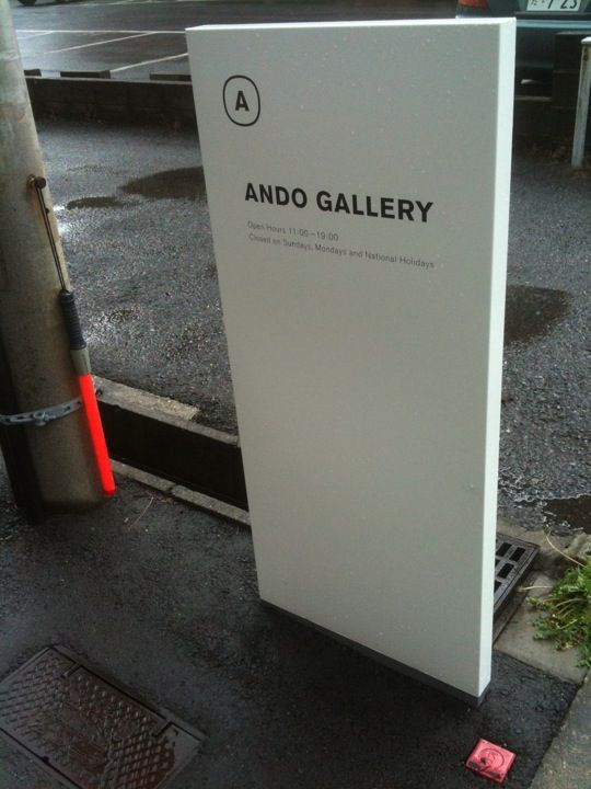 Ando Gallery, totem signage
