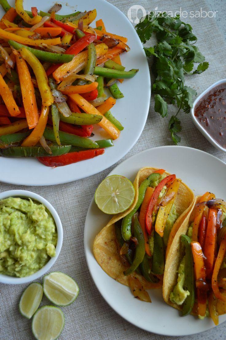 Tacos de fajitas de pimiento morrón con guacamole y salsa (vegetarianas) www.pizcadesabor.com