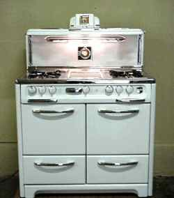 antique gas stove, so cool!