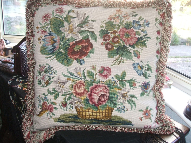 Victorian Tapestry Pillows : 1000+ images about Antique pillows/cushions on Pinterest Baroque, Vintage and Antiques