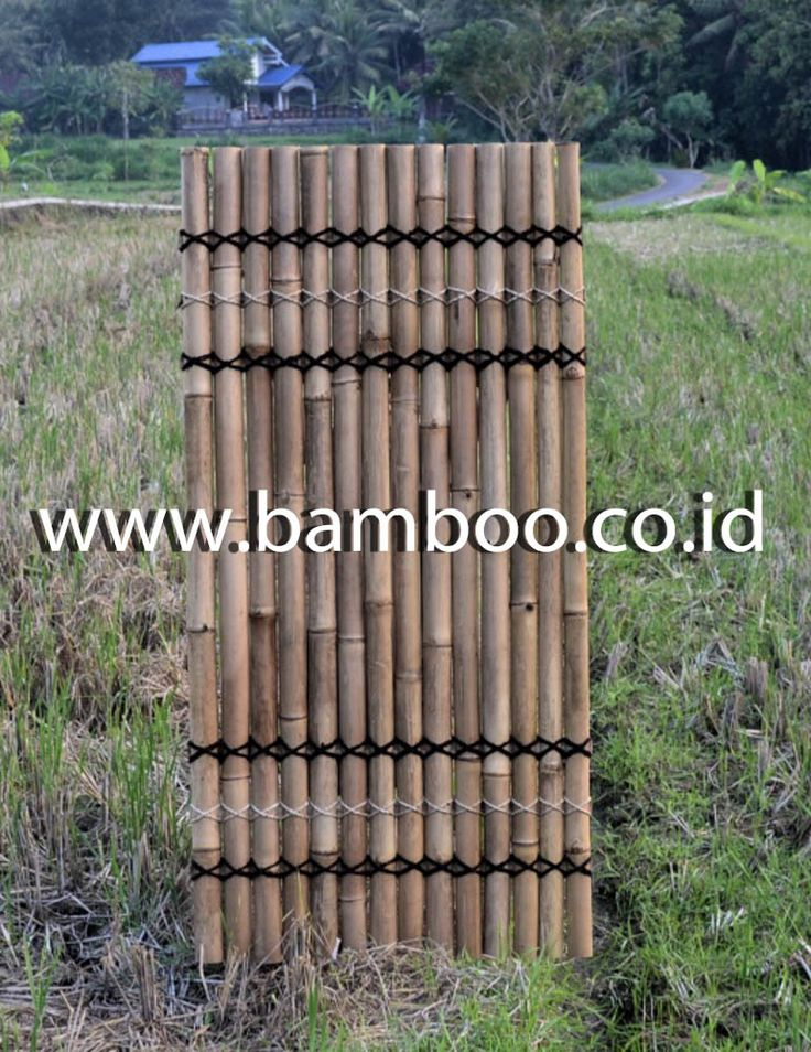 Natural half bamboo fence with 6 back slats and black- cream-black rope (3 T-3B)
