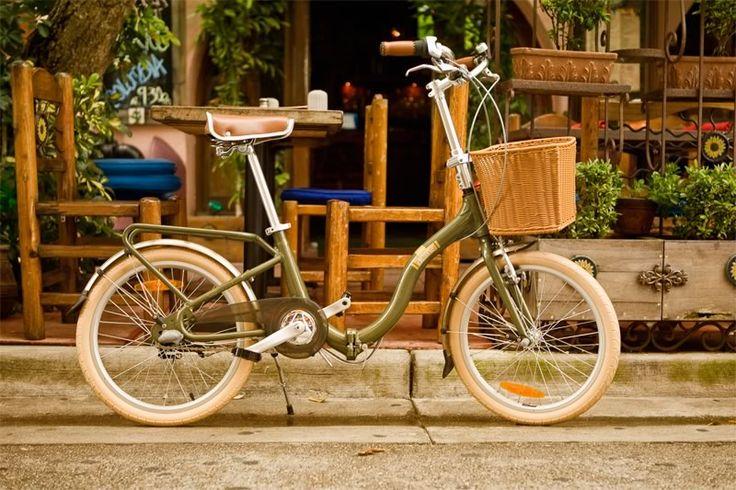 "WHAT?! This bike folds up!!  Citizen Bike folding bike shop | Portable & Folding Bikes | BARCELONA Citizen Bike 20"" 3-speed Folding Cruiser with Alloy Frame"