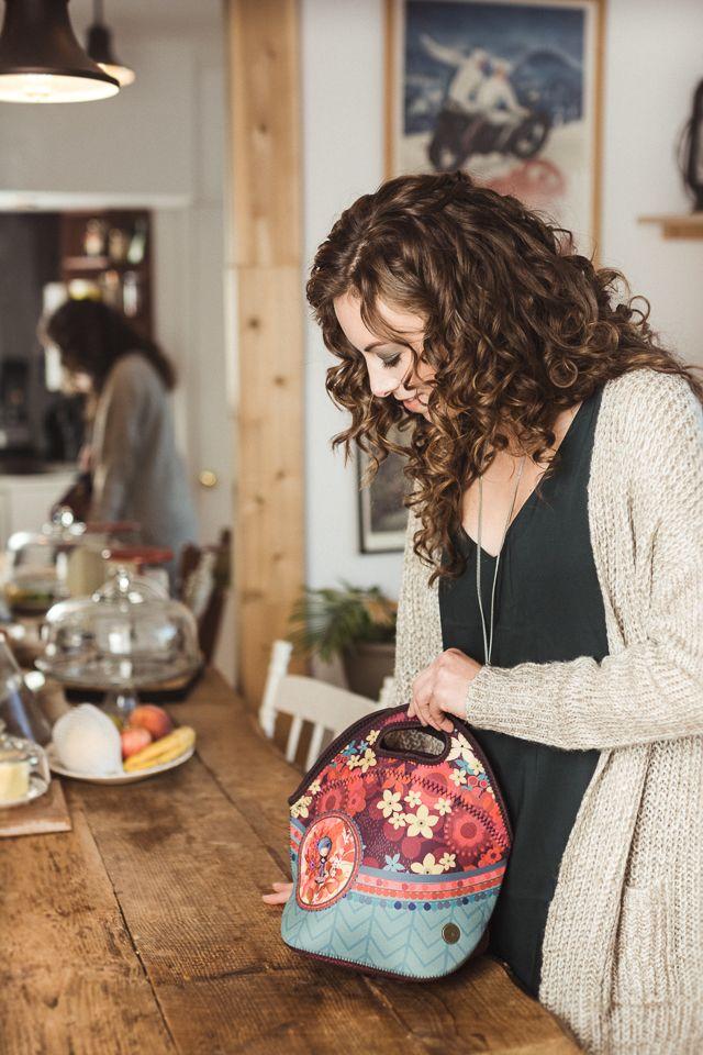 BOÎTE À LUNCH MIGNONNETTE DAME EN BLEU KETTO LUNCH BAG SWEET BLUE LADY :: Petite boîte à lunch sans isolant. Fermeture éclair. :: Small lunch bag without thermal insulation. Zipper closure. :: #KETTO #BoîteàLunch #LunchBag