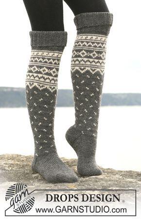 """DROPS 110-43 - DROPS sokker med nordisk mønster i """"Karisma"""". Kan også strikkes i """"Merino Extrafine"""". - Free pattern by DROPS Design"""