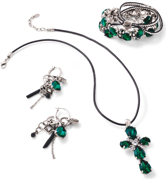 Join in and style yourself in our emerald green story with these gorgeous pieces.
