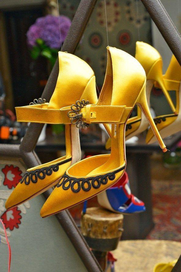 Manolo Blahnik Shoes #manoloblahnik #shoes #manoloblahnikheelsspringsummer #manoloblahnikyellow