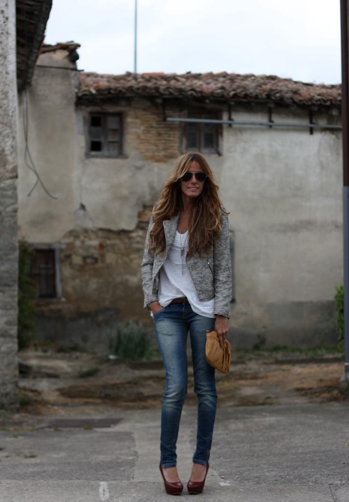 tee, skinny jeans, pumps, & jacket:
