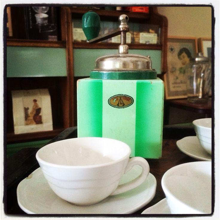 Just freshly ground #CaffèPenazzi1926 #Ferrara for your #Stovetop #Moka #Coffeemaker  Buy it proudly on http://penazzi-1926-coffee-roastery-ferrara.myshopify.com/
