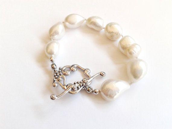 Guarda questo articolo nel mio negozio Etsy https://www.etsy.com/it/listing/488803926/bracciale-perle-barocche-annodate