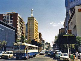 Harare, Afrika kıtasında bulunan Zimbabve'nin başkenti ve aynı zamanda en büyük şehri konumundadır. #Maximiles #Harare #Zimbabve #Afrika #Africa #AfrikaŞehirleri #şehir #şehirrehberi #başkent #şehirmanzaraları #gezilecekyerler #farklıkültürler #farklışehirler