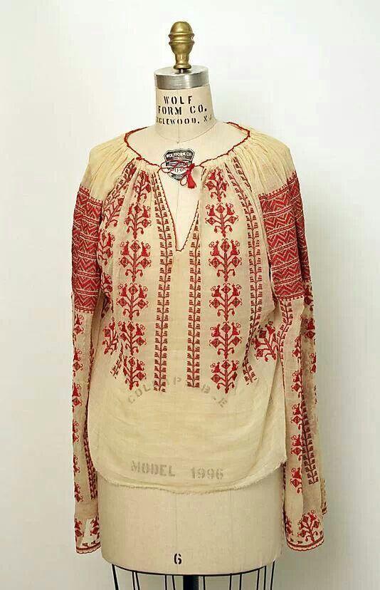 IE, La blouse romaine, Romanian traditional blouse