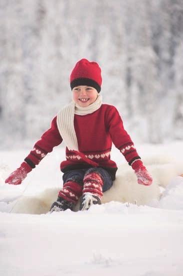 Ingrid - barnegenser, skjerf, lue og leggings med hjerter!  MiniMaskerader nr.7/Du Store Alpakka  Design: Randi Ballangrud  Foto: Fotograf B.T.Stokke as