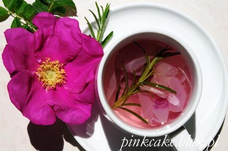 herbatka z róż i rozmarynu