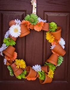 #Spring Flower Pot Wreath DIY instructions wire the pots on first... cool.