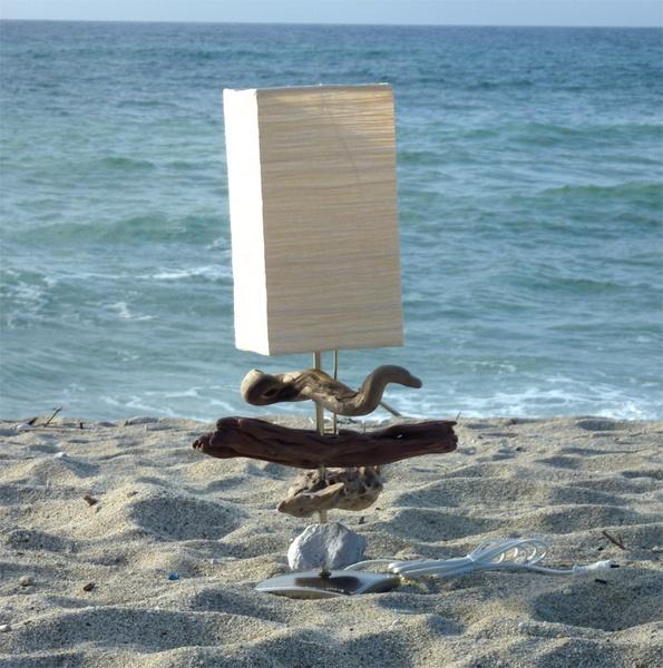 """Questa lampada è un pezzo unico realizzato con 3 legni """"lavorati"""" dal Mar Mediterraneo e una pietra pomice dalle Isole Eolie!    Con il legno natur..."""